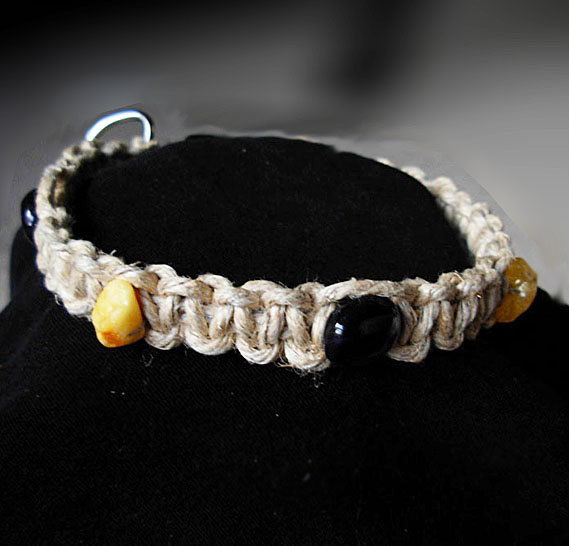 images/pet collar w amber amethyst sml dogs.jpg